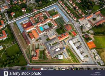 Oben JVA Straubing Prison, Implementation Of Punishment (Strafvollzug) In Bavaria, Straubing Prison With Courtyard, Swimming Pool, Straubing, Eastern Bavaria, Bewerbung, Straubing